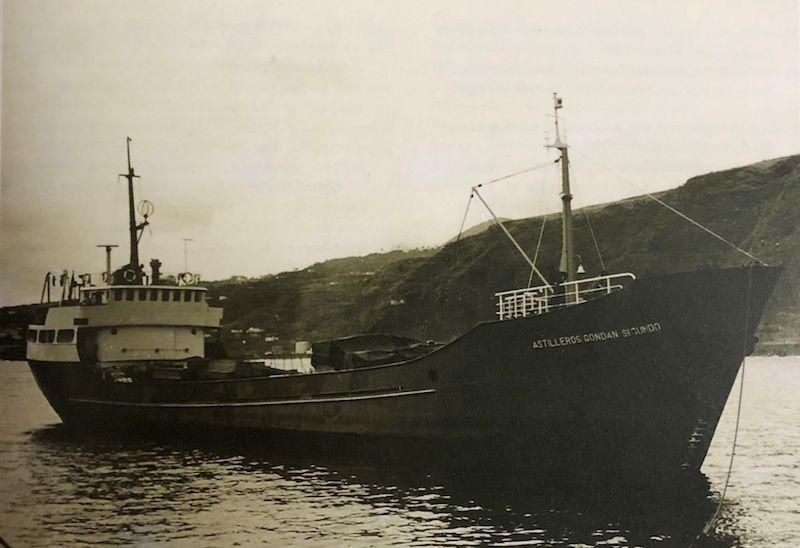 """El buque """"Astilleros Gondán II"""", de triste memoria, a su llegada a Santa Cruz de La Palma"""
