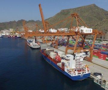 Panorámica de las terminales de contenedores del puerto de Santa Cruz de Tenerife