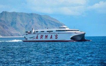 """El catamarán """"Volcán de Tirajana"""" cubre la línea Los Cristianos-El Hierro"""