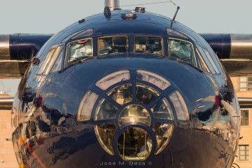 Detalle del morro acristalado del avión Antonov An-12BP