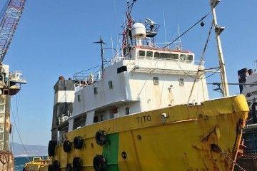 """El remolcador """"Tito"""", ex """"Punta Service"""", se encuentra en Aliaga para desguace"""
