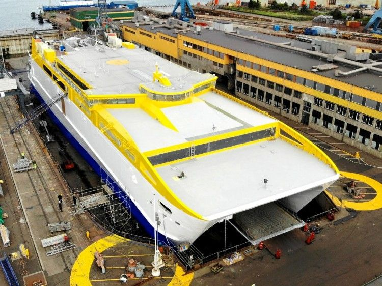 "El catamarán ""Betancuria Express"", en el dique seco del astillero de Landskrona"