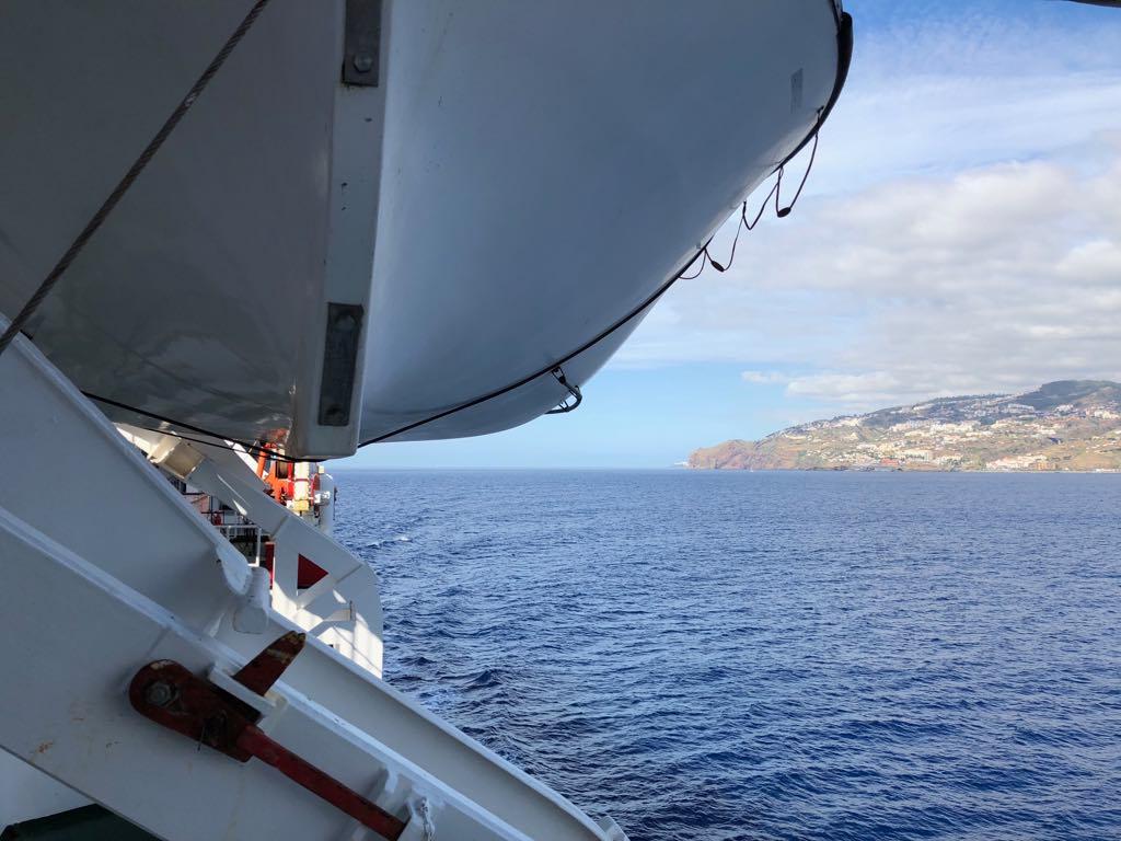 """La costa sur de Madeira, por la banda de babor del """"Volcán de Tijarafe"""""""