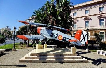 Esta es la Bücker restaurada y expuesta en Cádiz