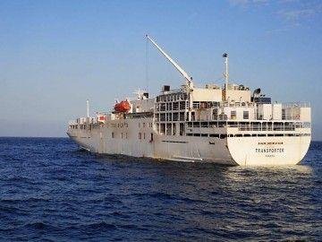 """El buque establo """"Transposter"""", fondeado en el puerto de Santa Cruz de Tenerife"""