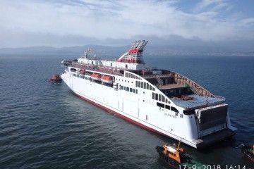 """El buque """"Villa de Teror"""", esta mañana, en aguas de la ría de Vigo, en su primera salida a la mar"""