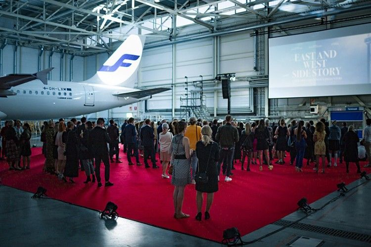El corto se estrenó en un hangar de Finnavia en el aeropuerto Helsinki Vantaa