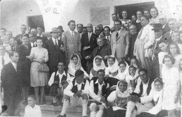 Luciano Hernández Armas, rodeado de autoridades y amigos, el día de su nombramiento como Hijo Adoptivo de Fuencaliente de La Palma