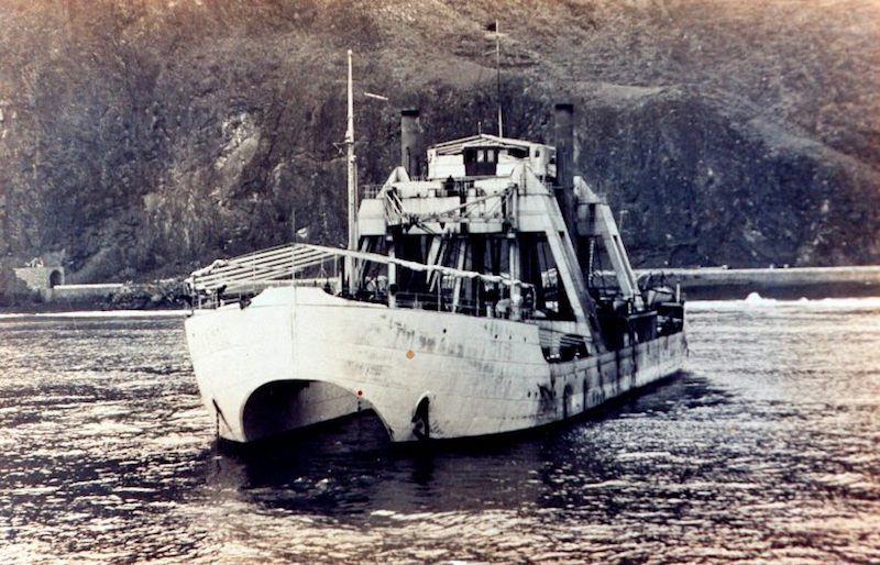 """El extraño buque de salvamento """"Kanguro"""", en aguas de Santa Cruz de La Palma"""