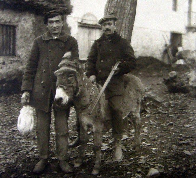 Zacarías Lecumberri (izquierda), con uno de sus apoderados