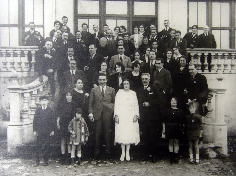 Foto de familia del día de su boda con Jesusa Echevarría Hormaza