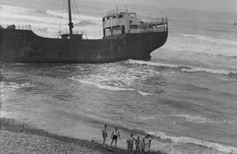 A marea llena, el barco quedaba a merced del oleaje