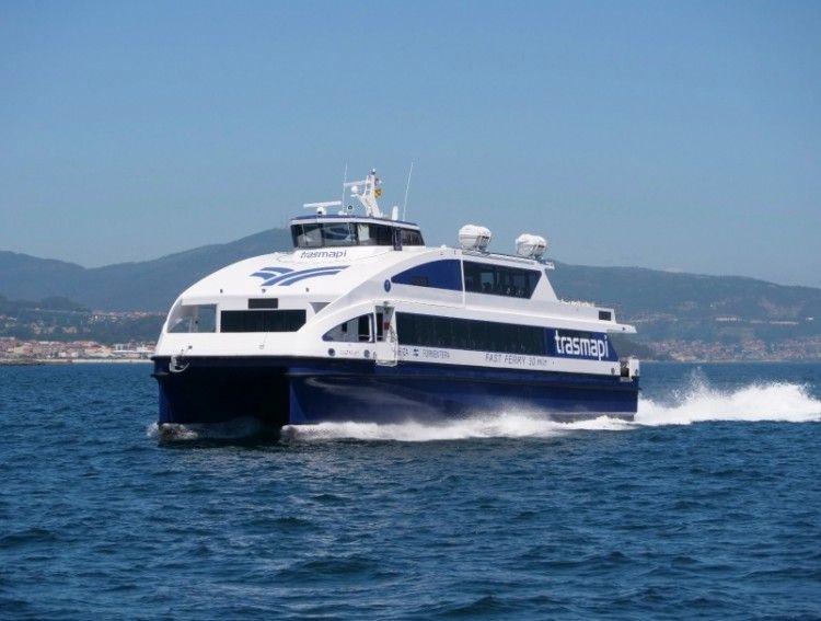 """El catamarán """"Migjorn Jet"""", en pruebas de mar"""