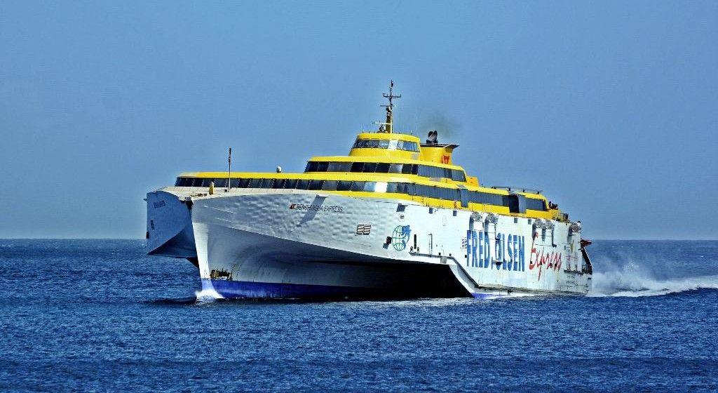 """El fast ferry """"Benchijigua Express"""" anda con problemas de propulsión"""