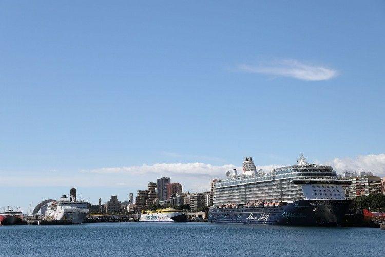 """El buque """"Mein Schiff 5"""", atracado en la terminal de cruceros del puerto tinerfeño"""