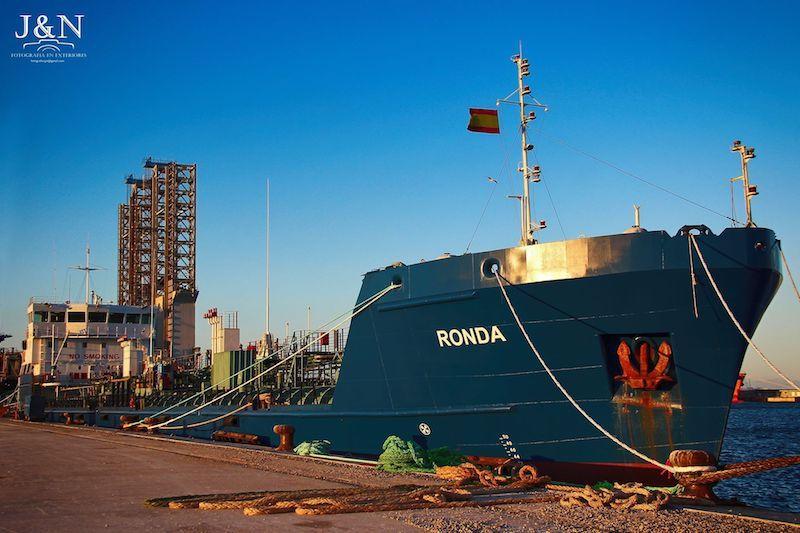 Es un buque proyectado para navegación fluvial y oceánica