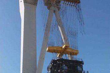 """Izada del motor principal del petrolero """"Monte Ulía"""""""