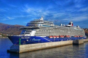 """El buque """"Mein Schii 1"""", esta mañana, en el puerto de San Sebastián de La Gomera"""