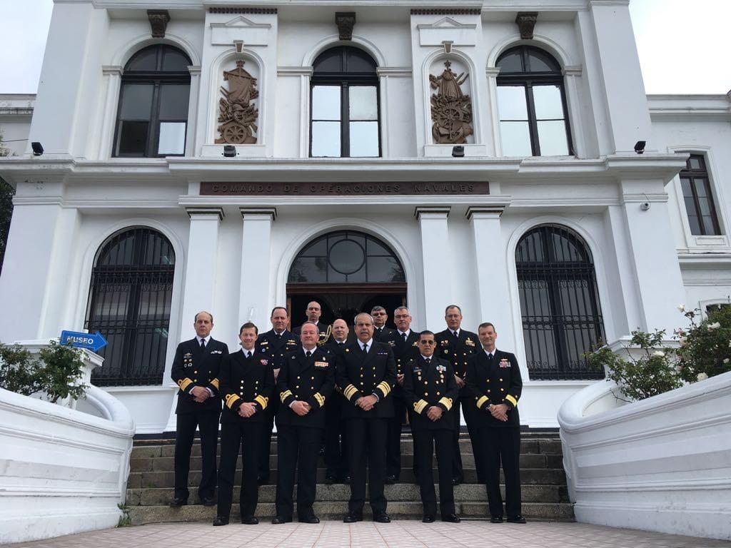 Foto de familia de los altos mandos navales asistentes al Seminario en Vaparaíso (Chile)