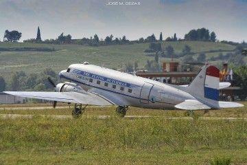 Douglas DC-3 de KLM retro en el aeródromo de Sabadell