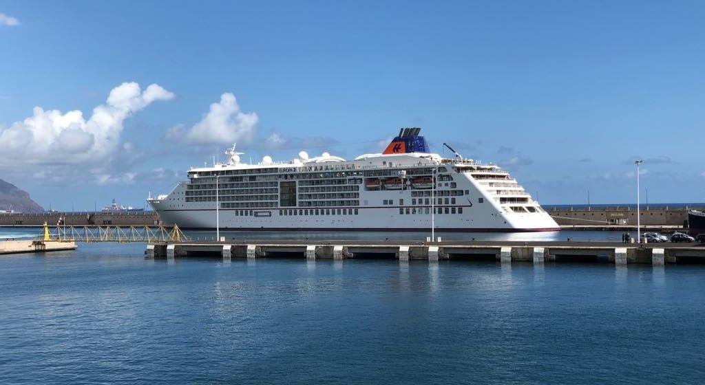 """El lujoso buque alemán """"Europa 2"""", atracado hoy en el puerto de Santa Cruz de Tenerife"""