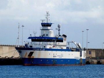 """El buque oceanográfico """"Vizconde de Eza"""", atracado en el puerto de Santa Cruz de La Palma"""