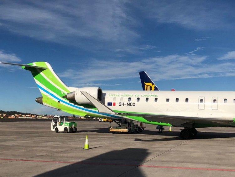 Avión CRJ-1000 de Binter matrícula 9H-MOX