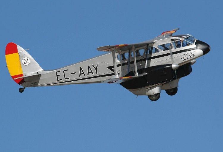 El avión De Havilland DH.89A EC-AAY de la FIO, en vuelo