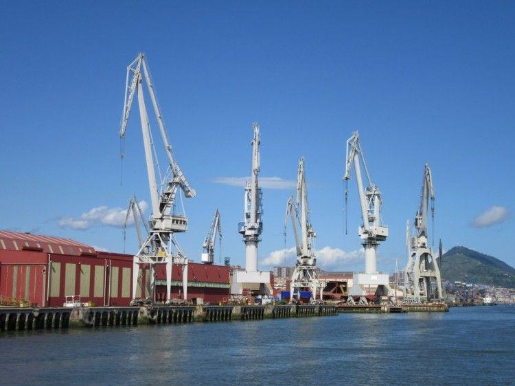 Panorámica del muelle de armamento del astillero Construcción Navales del Norte