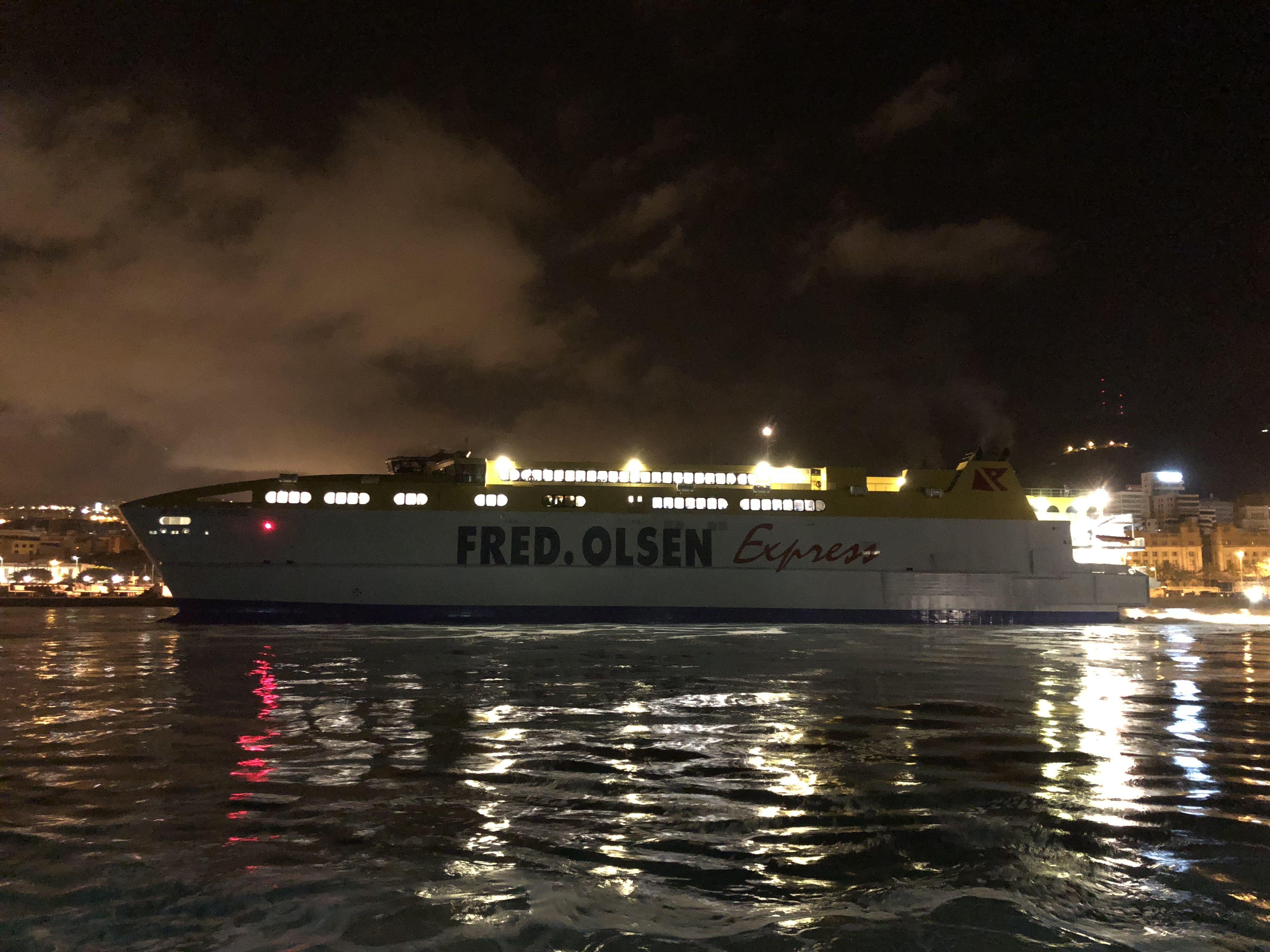 El buque se encuentra atracado en la Dársena de Los Llanos