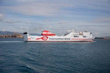 """El buque """"Forza"""" ha trasladado a la UME desde Valencia"""