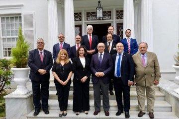 Los miembros asistentes y el presidente de Puertos de Canarias, en la foto de familia