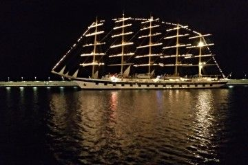 "El velero ""Royal Clipper"" inicia la maniobra de salida del puerto tinerfeño"