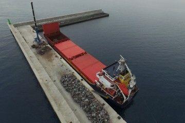 """El buque panameño """"Y. Dadayli"""". atracado en el puerto de Granadilla"""