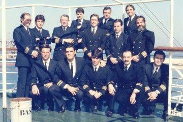 """Foto de la oficialidad del buque """"Las Palmas de Gran Canaria"""", en el puerto de Tánger (1985)"""