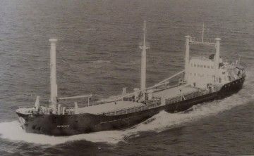 """El buque """"Patricio"""", ex """"Monte Cinco"""", navegando por el canal de La Mancha"""