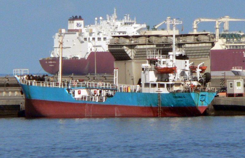 """El petrolero panameño """"Yaiza G."""", en una de sus escalas en el puerto tinerfeño"""
