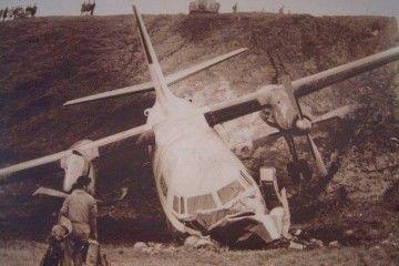 Estado en el que quedó el avión Fokker F-27 EC-BOD, tras su caída por el talud del aeropuerto de La Palma
