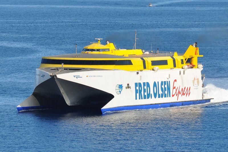 """El catamarán """"Bencomo Express"""" entra hoy en varada anual"""