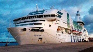 """El ferry """"Rhapsody"""", atracado en el puerto de Las Palmas de Gran Canaria"""