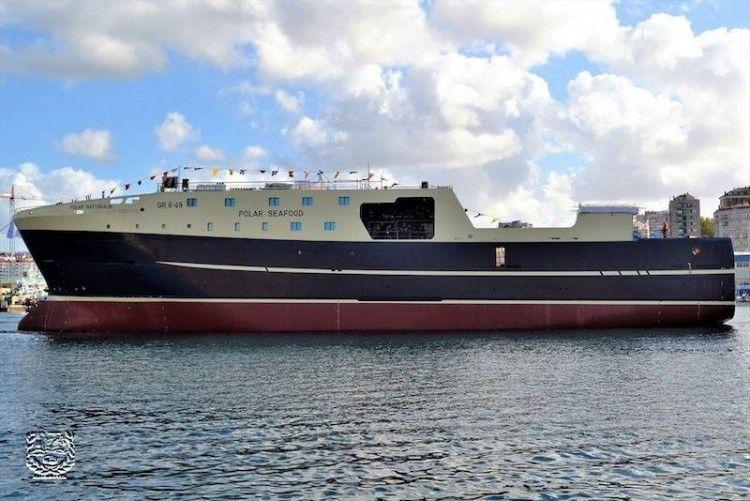 El nuevo buque, tras su puesta a flote, visto por la banda de babor