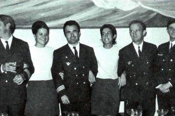 """La tripulación del avión Douglas DC-9 """"Ciudad de Santa Cruz de La Palma"""" y el presidente del Cabildo Insular"""