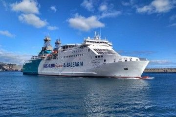 """El ferry """"Martín i Soler"""", a su llegada esta tarde a Santa Cruz de Tenerife"""