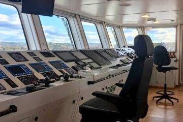 """Puente de mando del buque """"Bunker Breeze"""""""