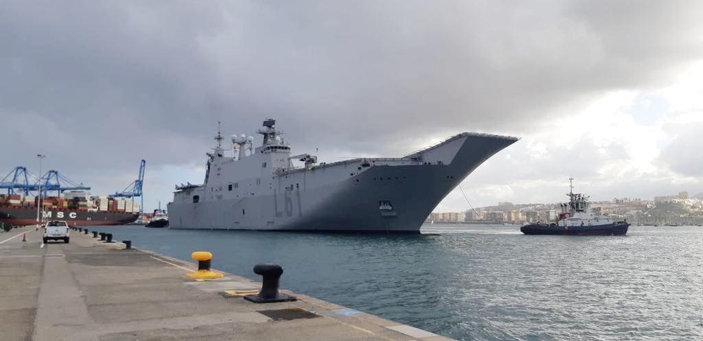 """El buque """"Juan Carlos I"""", a su llegada al puerto de Las Palmas de Gran Canaria"""
