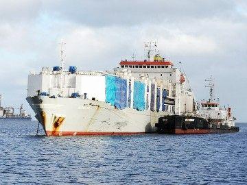 """El buque establo """"Aldelta"""", fondeado en el antepuerto de Santa Cruz de Tenerife"""