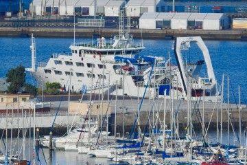 """El buque """"Intermares"""", atracado en el Arsenal Militar de Las Palmas de Gran Canaria"""