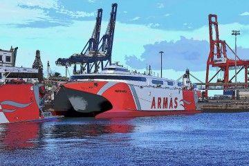"""El catamarán """"Volcán de Tirajana"""", atracado en el puerto de Las Palmas"""