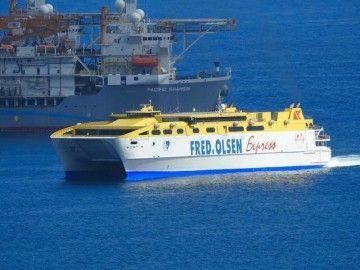 """El catamarán """"Betancuria Express"""", a su llegada al puerto de Las Palmas de Gran Canaria"""