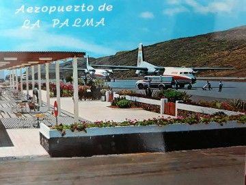 Dos aviones Fokker F-27 de Iberia, aparcados en la plataforma frente a la primera terminal del actual aeropuerto de La Palma